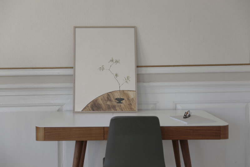 The Branch 02 is the name of this art print inside the oak frame. The poster The Branch 02 is created in beige and olive green colors. The art print has a calm, warm and minimalist expression